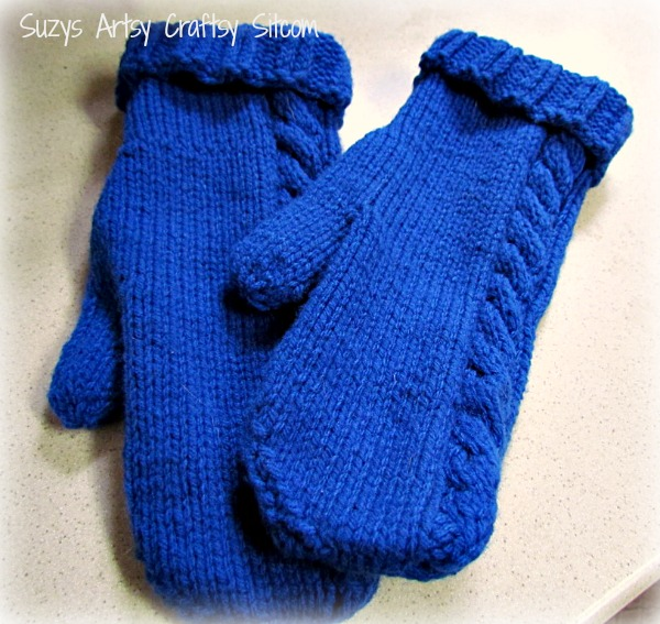 cable on the side knitted mitten pattern