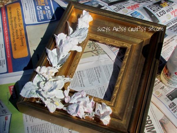 Frame 600x450 {Guest Post} Faux Porcelain Flower Frame