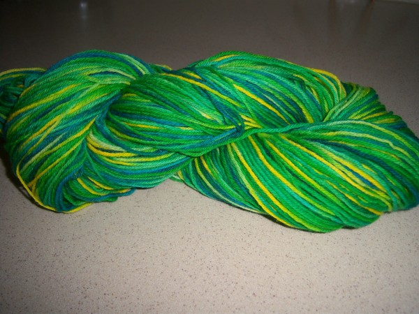 hand dye yarn with Easter egg dye