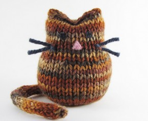 Cat Knitting Pattern by Linda Dawkins