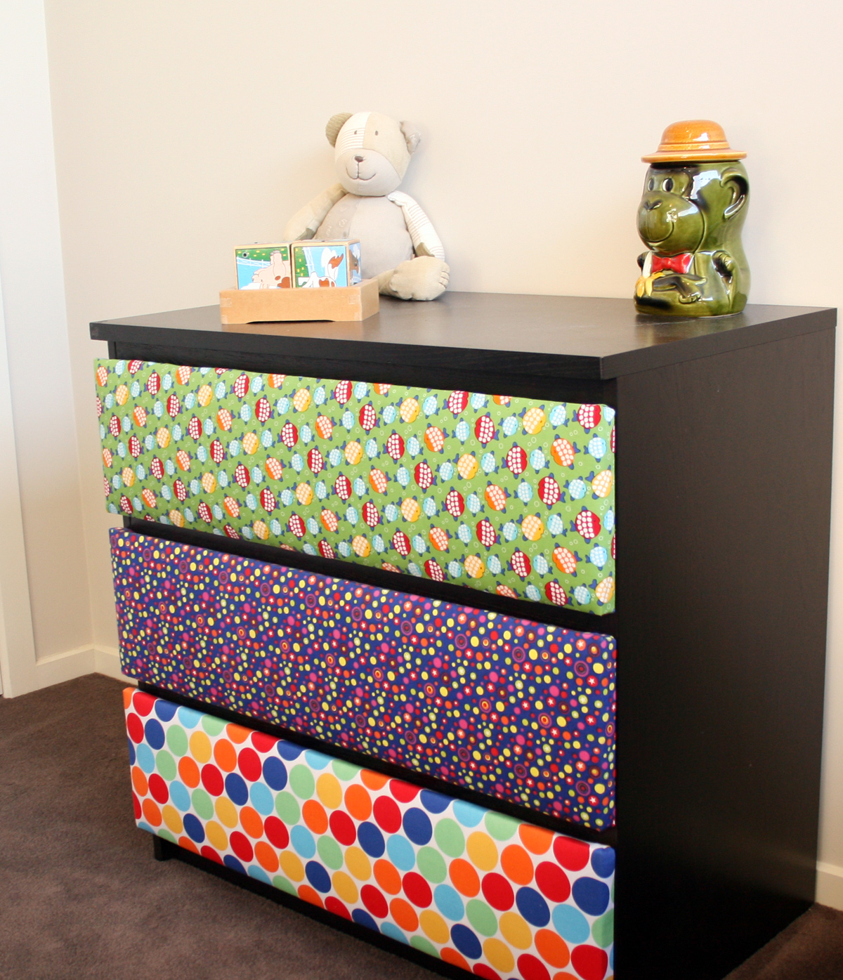 10 awesome ikea hacks for a kid s room - Como forrar muebles con tela ...