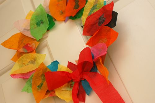 Tissue Paper Leaf Wreath #kids crafts