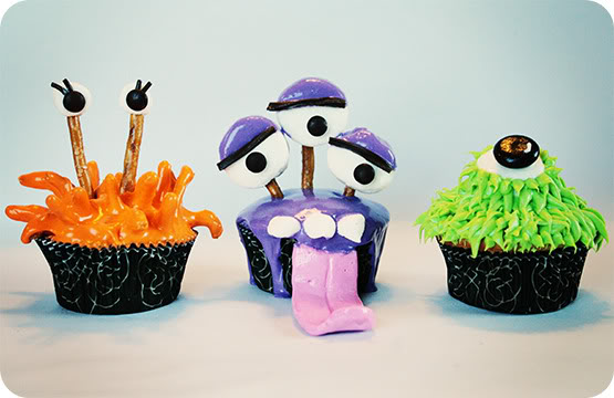 Cupcake monsters from The Bonjour Family #monster #halloween #cupcakes