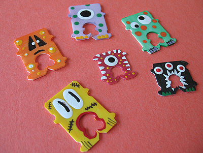 Recycled Bread Tag Monsters by Crafts by Amanda #Halloween #recycle