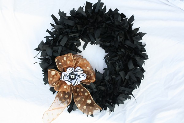 Halloween Wreath by Bowdabra Blog #Halloween #diy