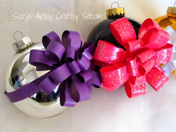 Wrapped Ornaments / Suzys Artsy Craftsy Sitcom #Christmas #ornaments #paper crafts
