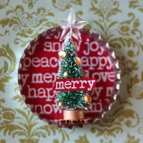 Bottle Cap Christmas Magnets by Maya Road Company #Christmas #tutorial #free printables