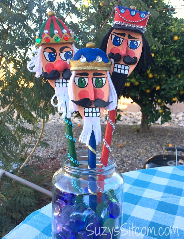 jar-o-nutcracker-spoons13