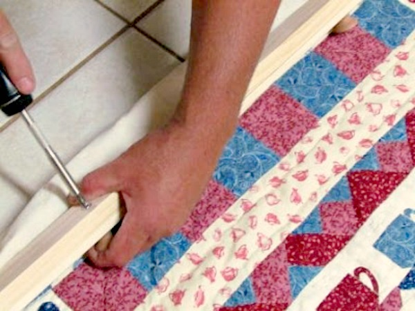 how-to-make-compression-quilt-hanger10